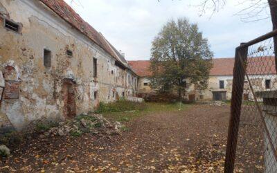 Prodej zemědělské usedlosti 1 000 m², pozemek 50 000 m²